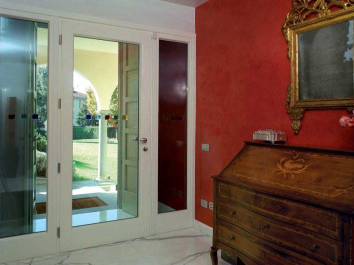 Vue intérieure de la porte d'entrée de la Villa Bergamo