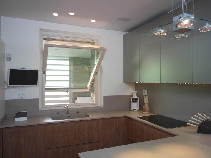 Fenêtre pivotante horizontale de cuisine