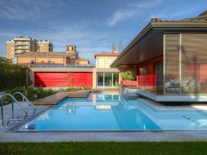 Vue générale de la façade donnant sur la piscine