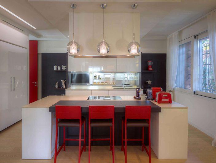 Vue de la cuisine avec fenêtre coulissante Alu 90