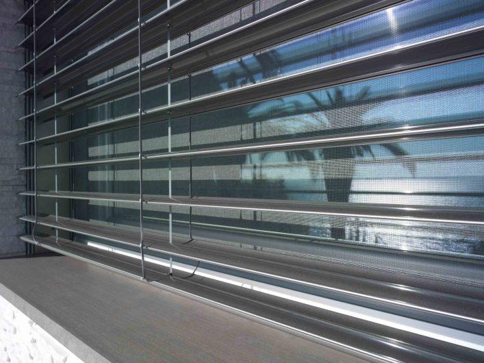 Détail de la crème solaire en aluminium