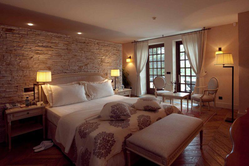 Vue d'une chambre avec traverses en bois