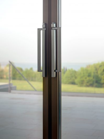 Détail des poignées de la porte coulissant fermé