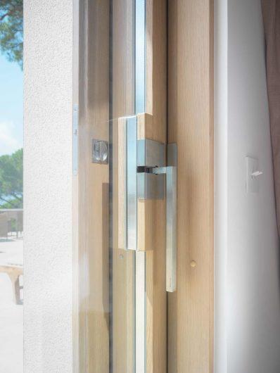 Détail de la poignée chromée satinée personnalisée de la porte coulissant