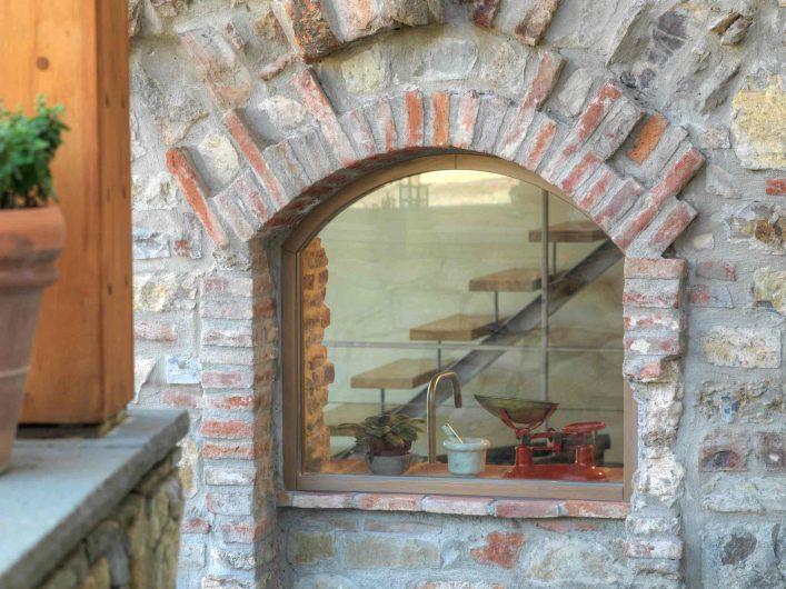 Vue extérieure de l'arc fixe en bois