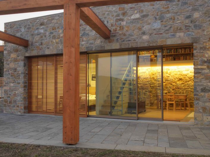 Vue de la porte coulissant en bois