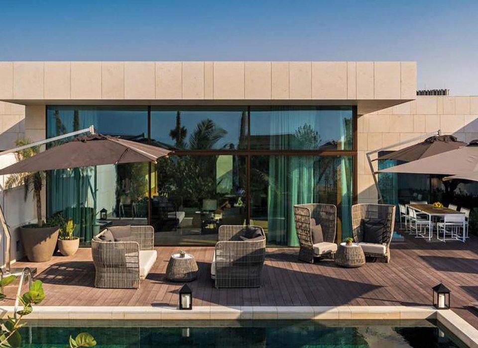 Bvlgari Hotel & Resort, vue sur les portes coulissantes avec revêtement en aluminium
