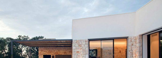 Villa Ostuni, vue sur les portes coulissantes Skyline sur le patio