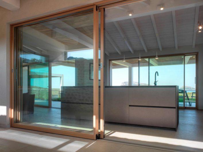 Porte coulissante à levage avec deux portes en bois