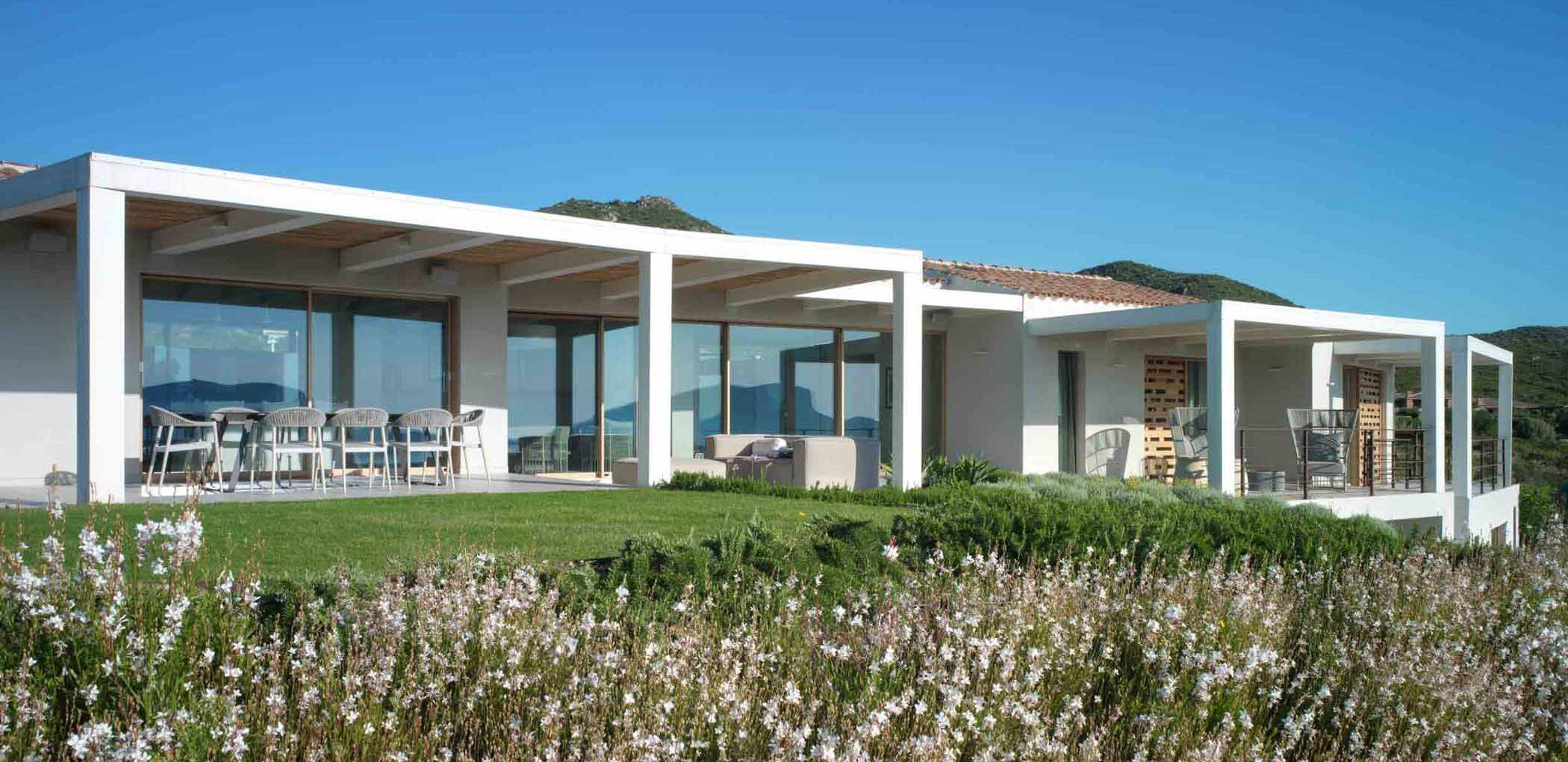 Image de couverture de la Villa Costa Smeralda avec vue sur la façade principale