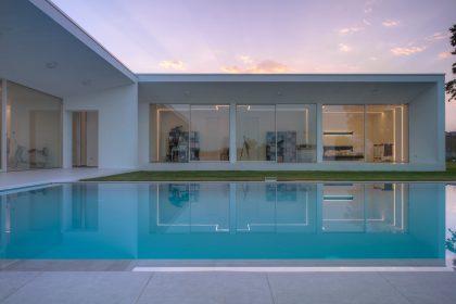 Villa Verona, coucher de soleil vue de l'élévation sud avec piscine