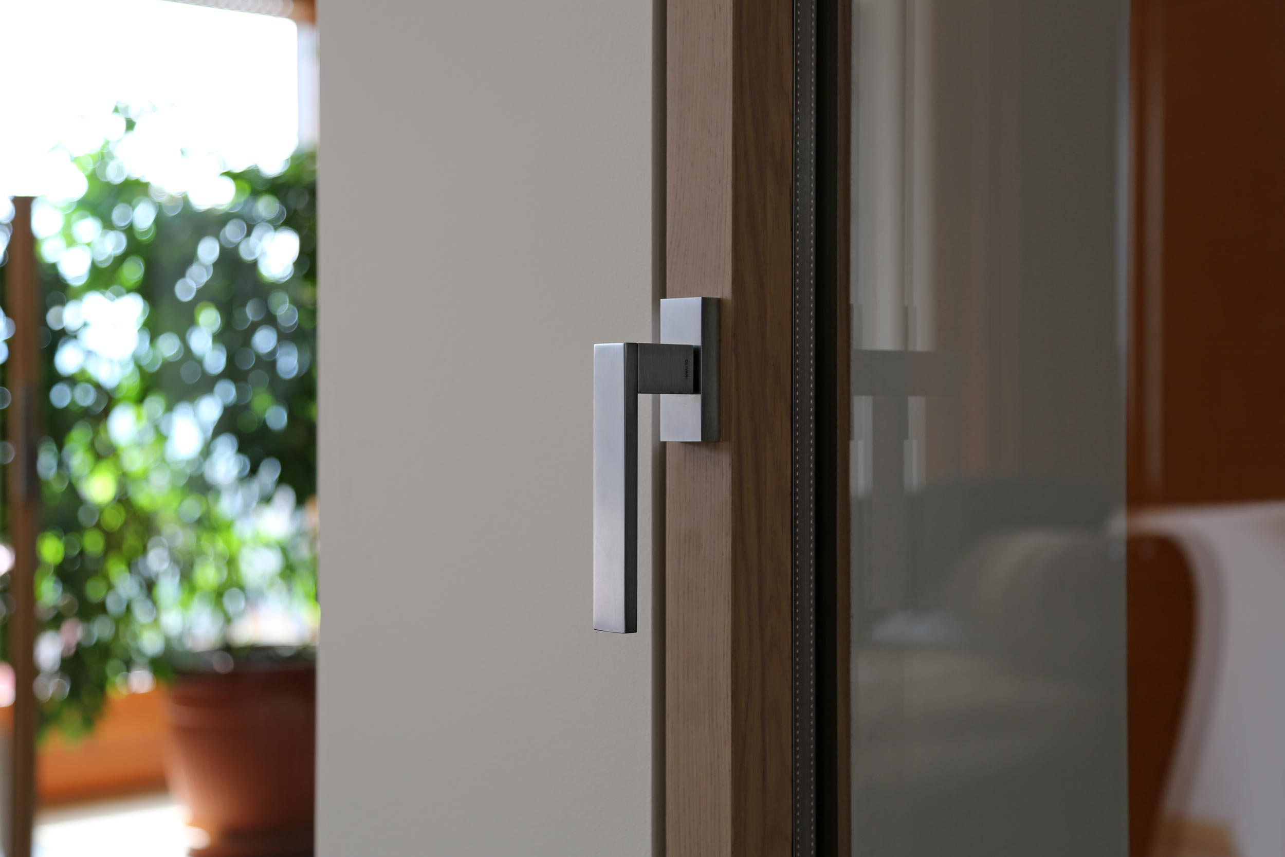 Détail d'une fenêtre en bois Euro 68 Slim