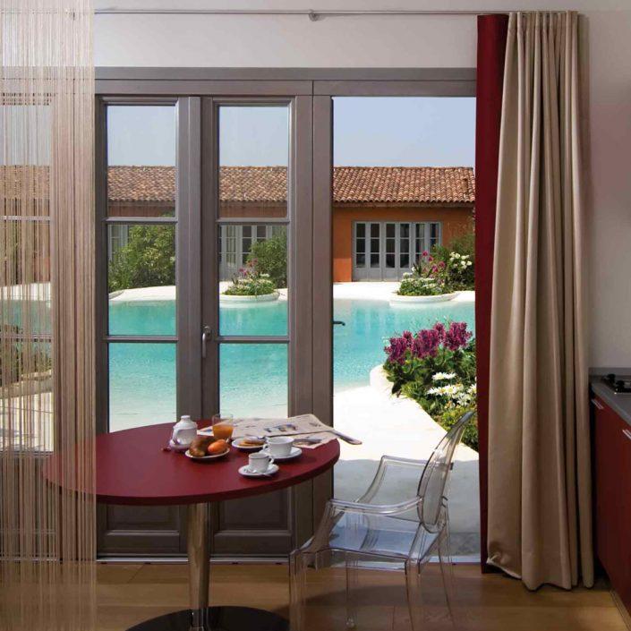 Vue de face d'une fenêtre française Klima 92