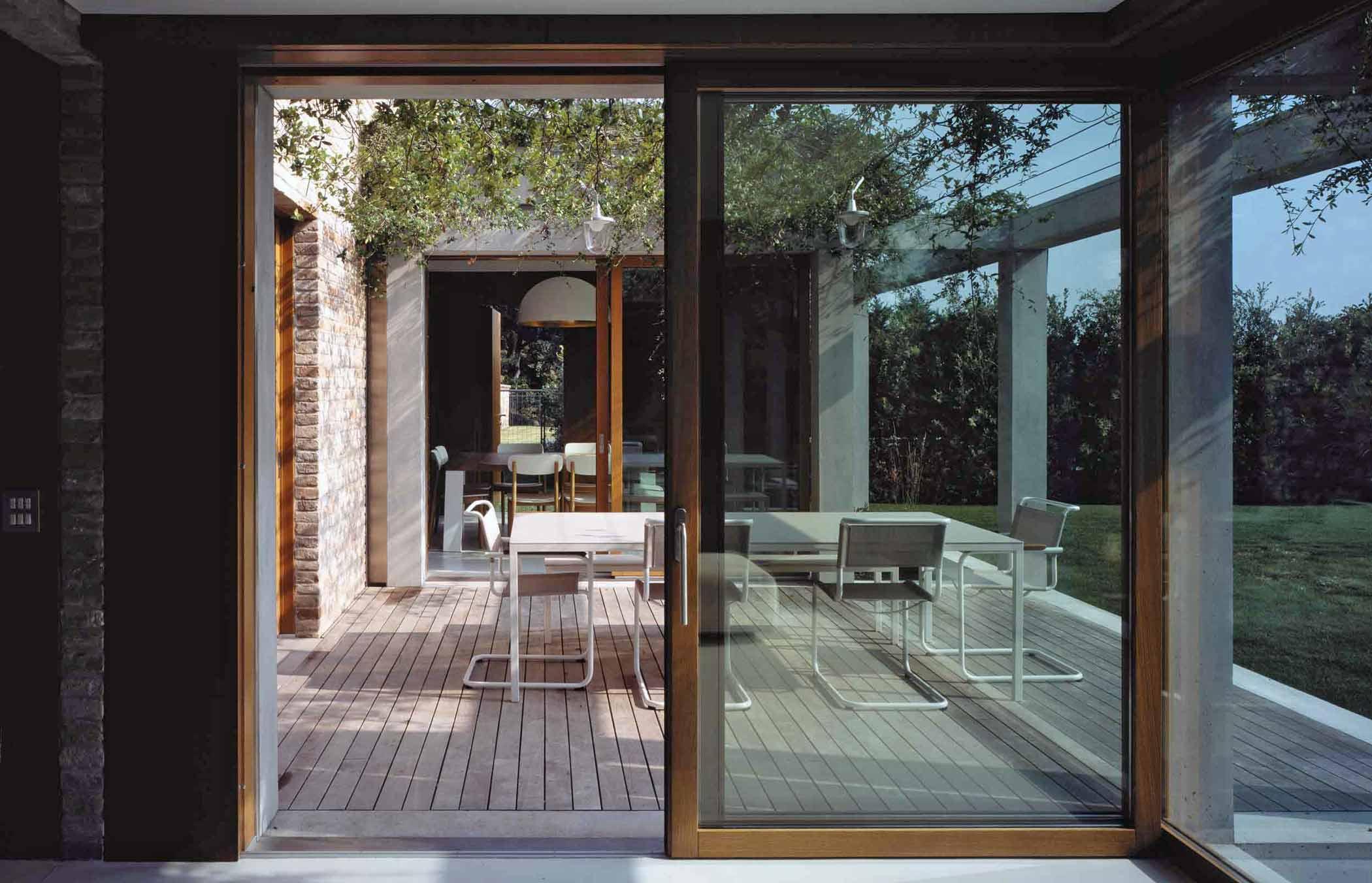 Vue d'une porte coulissante en bois Euro 68