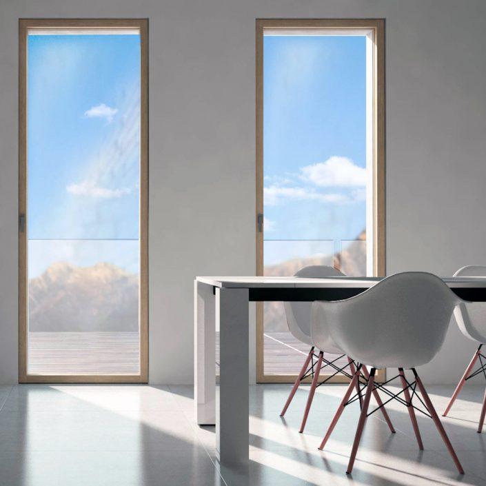 Vista di due porte finestre Skyline con telaio in legno