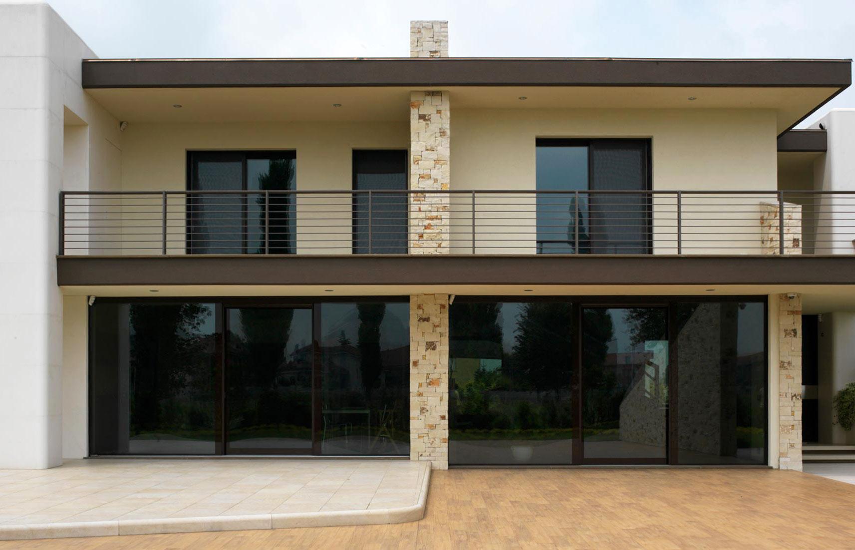 Élévation du bâtiment avec fenêtres Vitrum 90