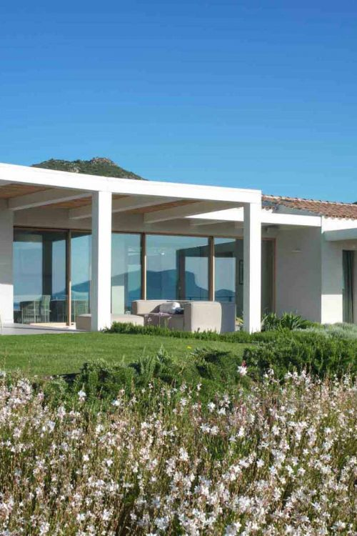 Immagine di copertina di Villa Costa Smeralda con vista del prospetto principale
