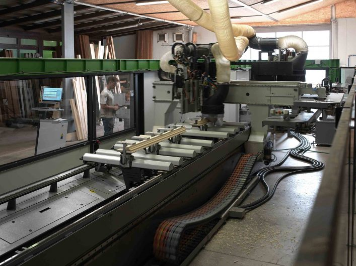 Machine for cutting wooden profiles