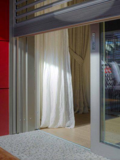 Detail view of the Alu 90 sliding door