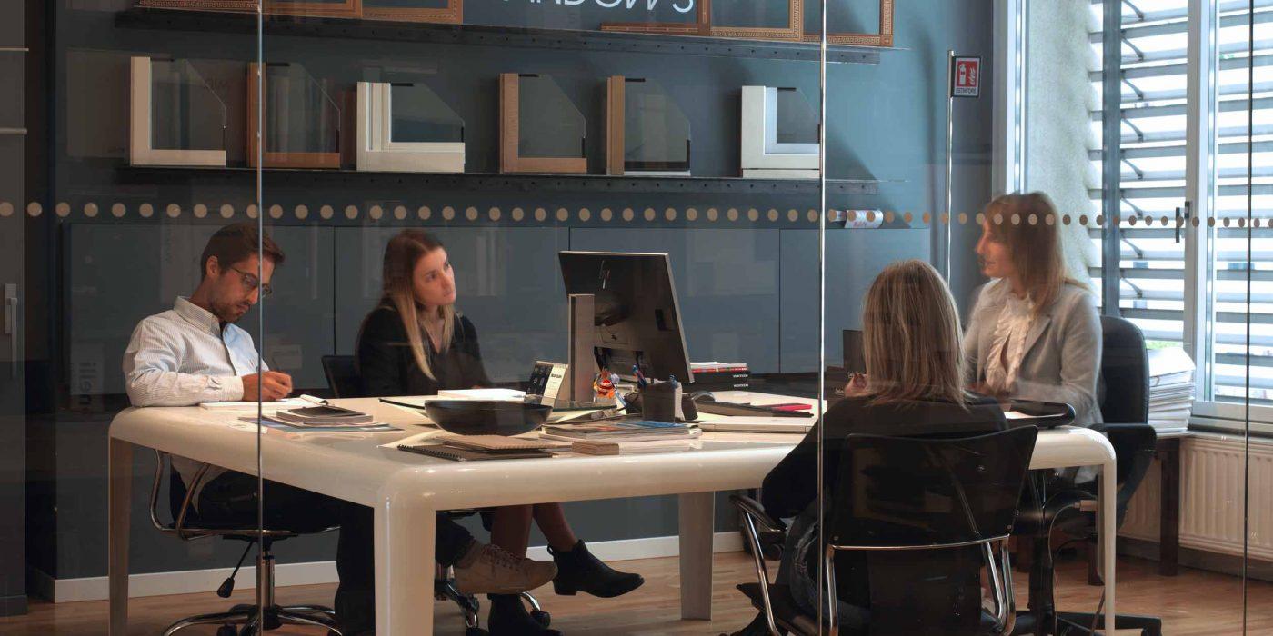 Vue du bureau d'affaires en réunion