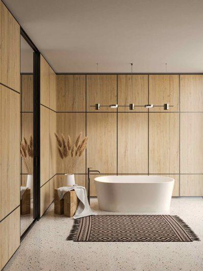 Salle de bain avec boiseries lisses